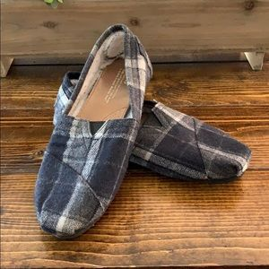 Navy plaid flannel Toms